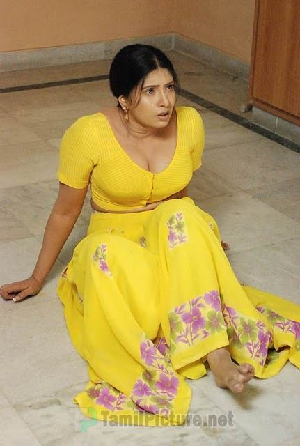 Reshma in yellow saree with huge boobs - 2 4