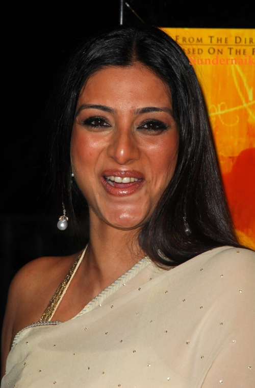 tabu hot cleavage show in saree quottamil southquot tamil
