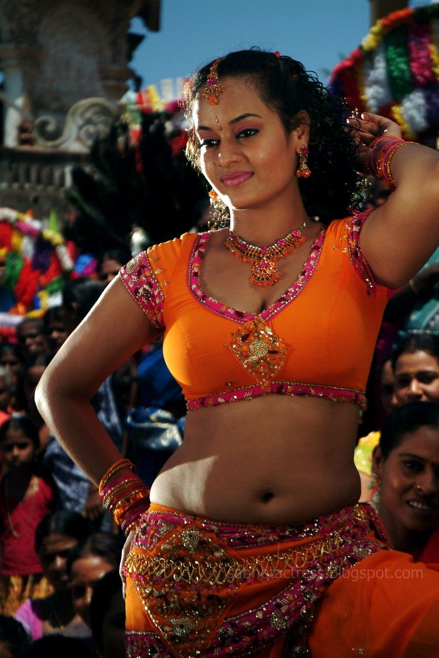 Suja Hot Navel And Cleavage Show For Sexy Item Songs -9079