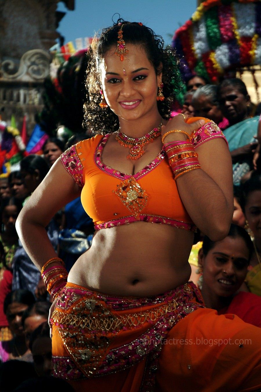 suja hot navel and cleavage show for sexy item songs