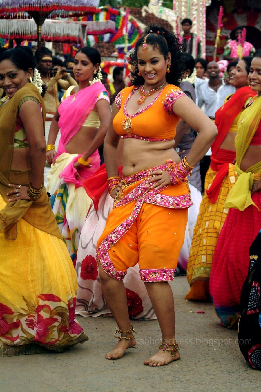 Suja Hot Navel And Cleavage Show For Sexy Item Songs -9439