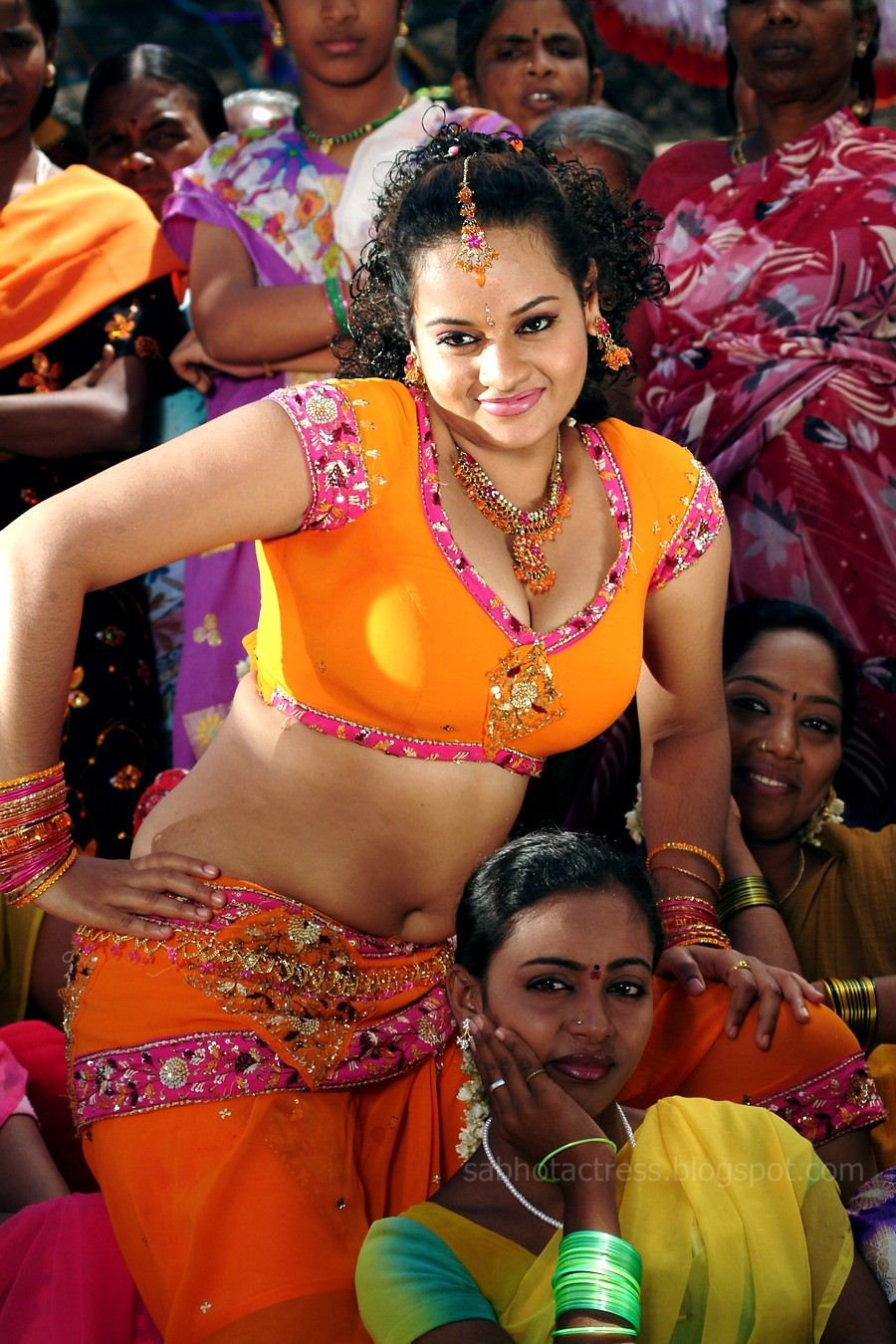 Suja Hot Navel And Cleavage Show For Sexy Item Songs -9163