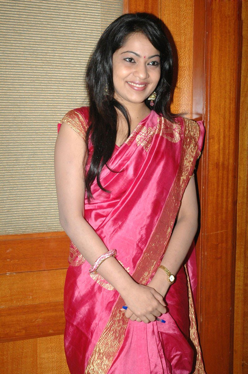 vijay tv anchor ramya hot and spicy in saree