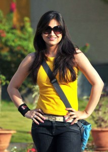 Cute actree Aksha new Yellow dress pics from Ade nuvve unseen pics