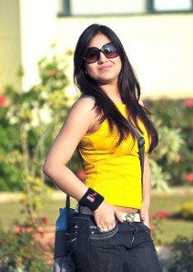 Cute actree Aksha new Yellow dress pics from Ade nuvve glamour images