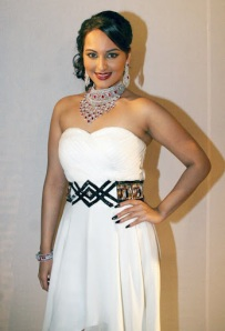 sonakshi sinha on rat hdil latest photos
