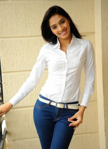 Actress Rithika Photos Naaku O Loverundi Actress glamour images
