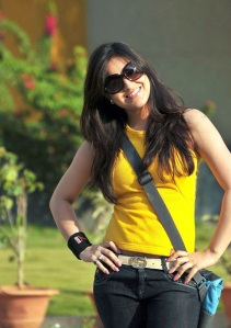 Cute actree Aksha new Yellow dress pics from Ade nuvve hot images